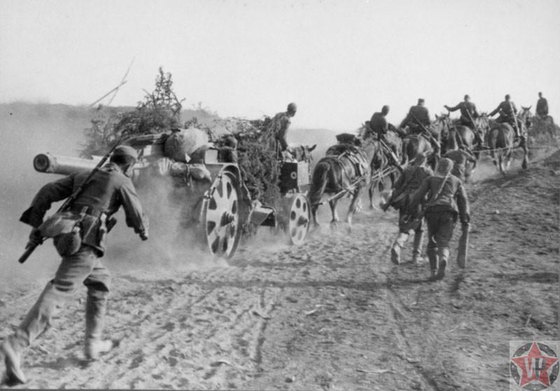 Расчет немецкой 150-мм гаубицы на конной тяге