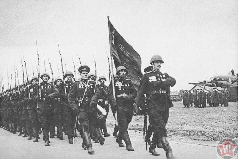 Торжественная встреча Знамени Победы в аэропорту, Москва 1945 год.