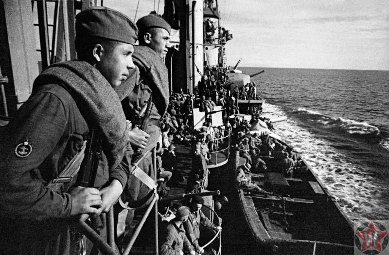 Крейсере «Красный Кавказ» на подходе к Севастополю