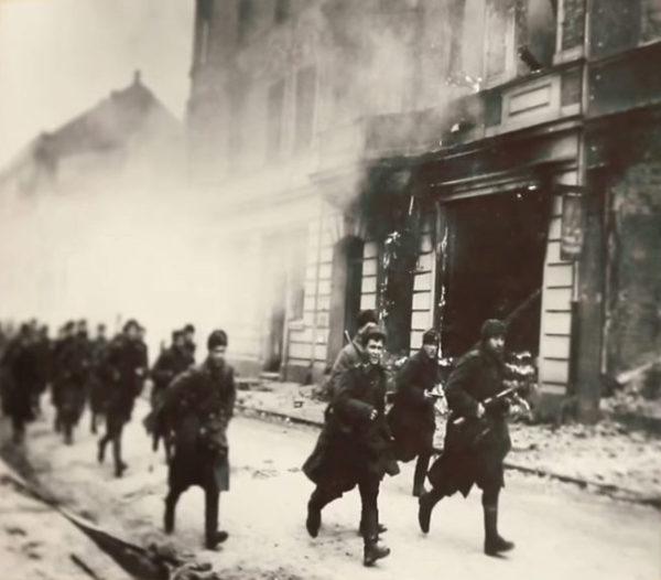 Штурм Берлина бойцами Красной Армии, фотография 1945 год