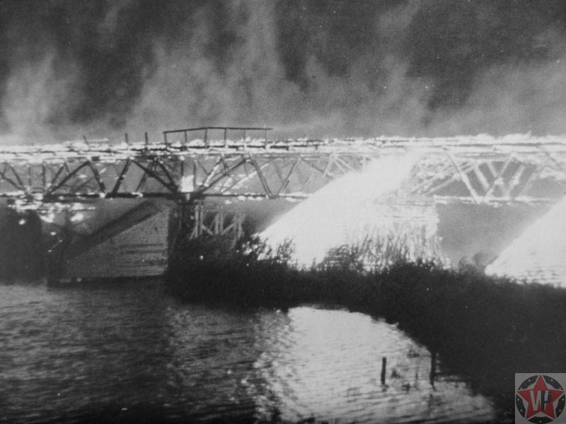 Подожженный деревянный мост, Украина 1943 год