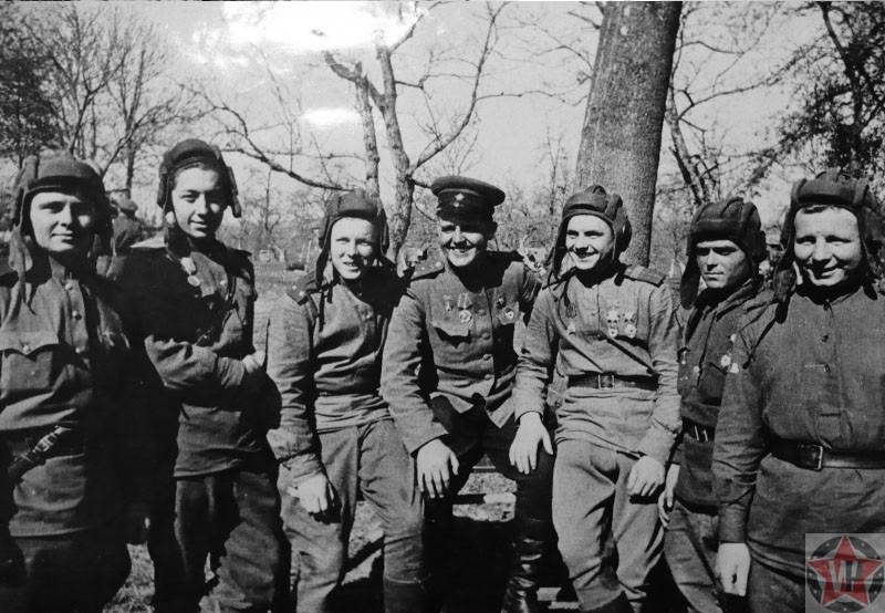 Герои Советского Союза - танкисты 45-й гвардейской танковой бригады