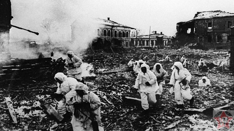 Советские разведчики входят в город Юхнов
