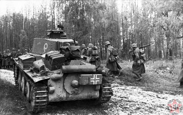 """""""На Москву"""" - германская пехота и лёгкий танк 20-й танковой дивизии"""