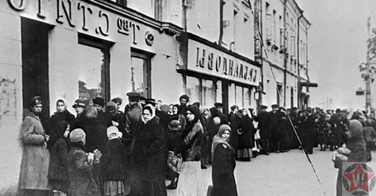 Ленинградцы в очереди за хлебом