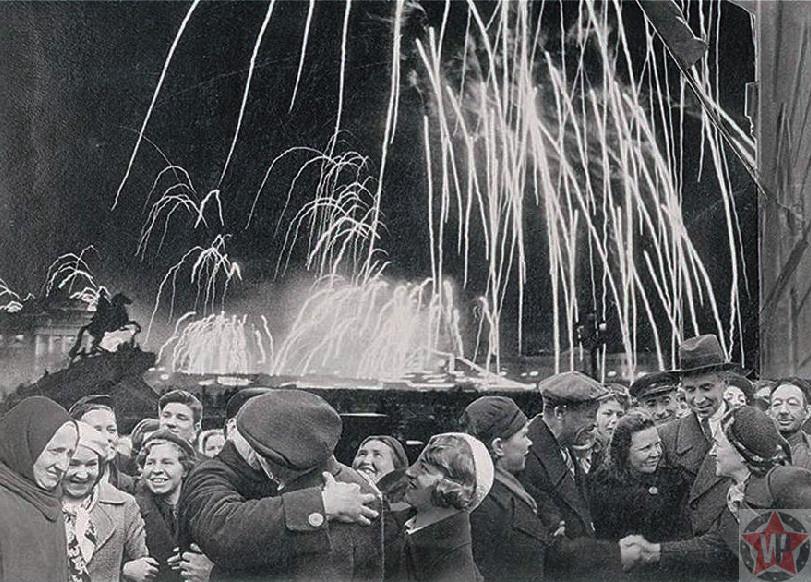 Салют в честь снятия блокады Ленинграда 27 января