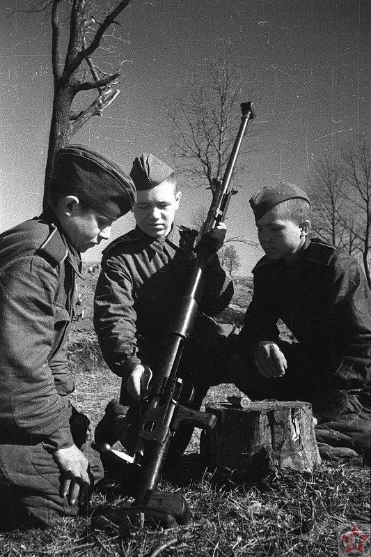 Обучение советских солдат-противотанкистов