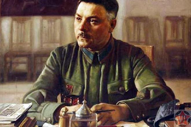 Климент Ворошилов за своим столом
