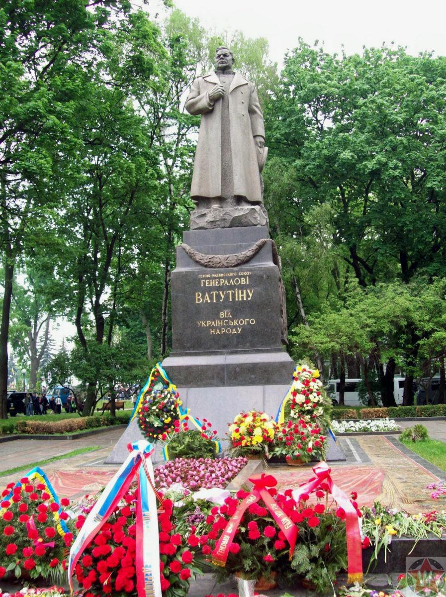 Памятник Николаю Ватутину в Киеве