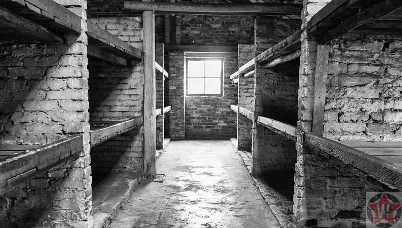 Нары из кирпича для заключенных