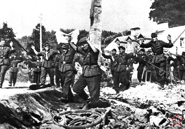 """Немецкие солдаты в конце операции """"Багратион"""""""