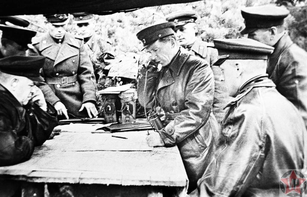 Маршал Советского Союза Георгий Жуков во время Берлинской операции