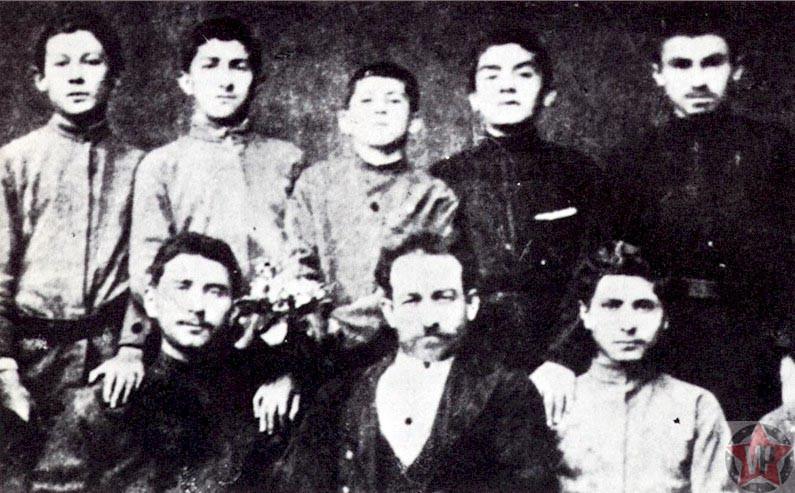 Сталин (по центру сверху) в духовной семинарии