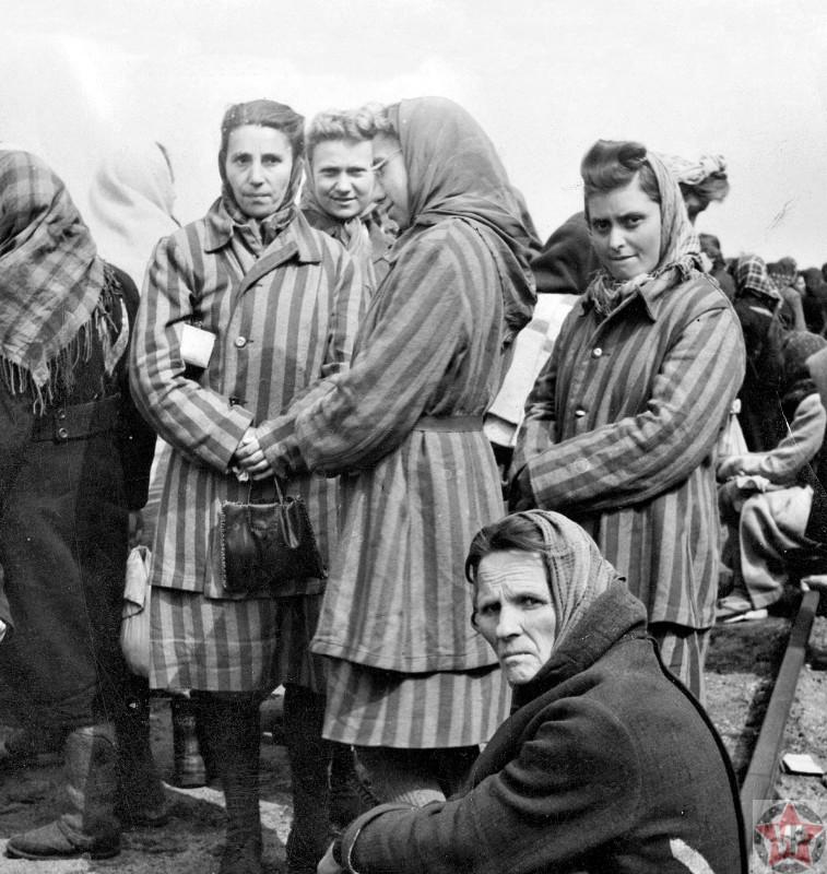 Женщины, освобожденные из концентрационного лагеря Равенсбрюк