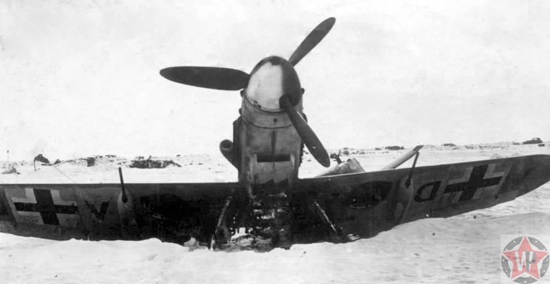 Разбитый немецкий истребитель 23 августа 1942 года - начало Сталинградской битвы