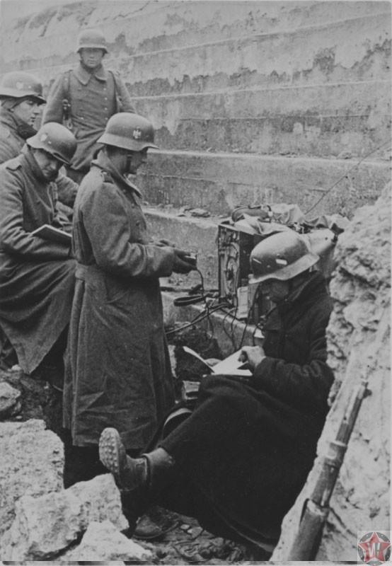 Солдаты Вермахта в захваченном доте под Севастополем