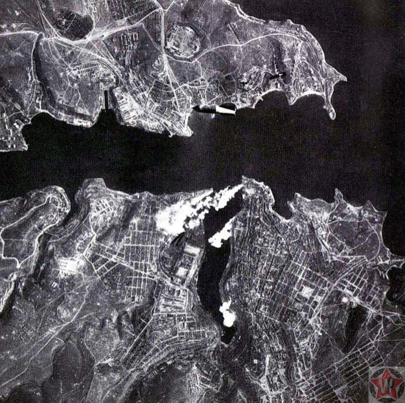 Немецкая бомба падает на Севастополь, 1941 год