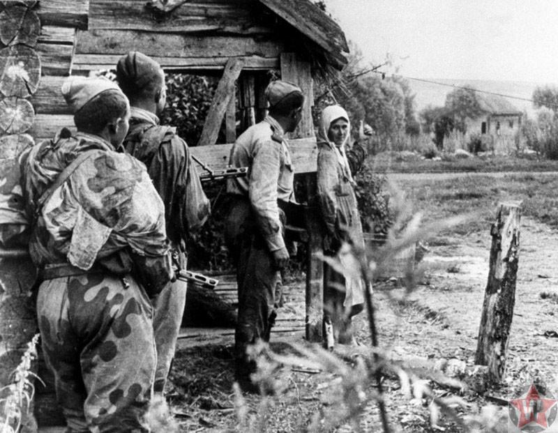 Крестьянка и советские разведчики
