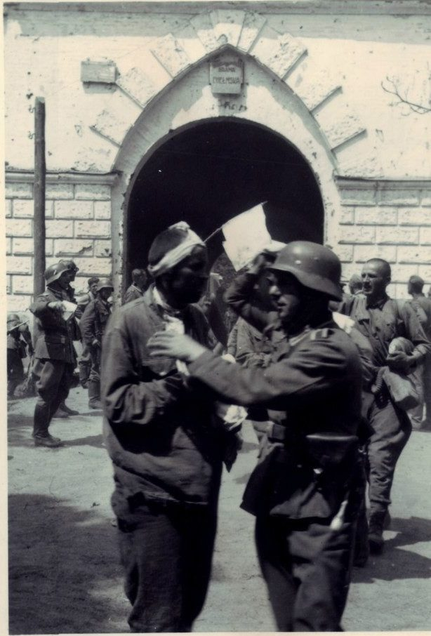Пленные советские солдаты