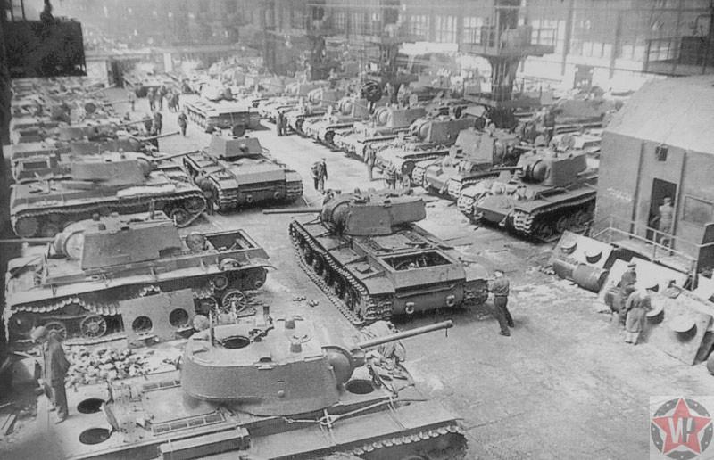 Сборочный цех танков на заводе