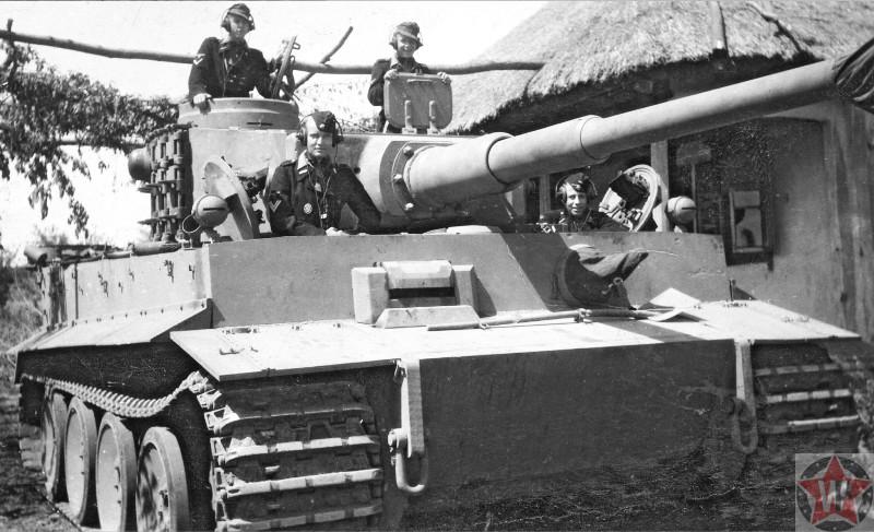 Немецкий танк «Тигр» в селе перед началом операции «Цитадель»