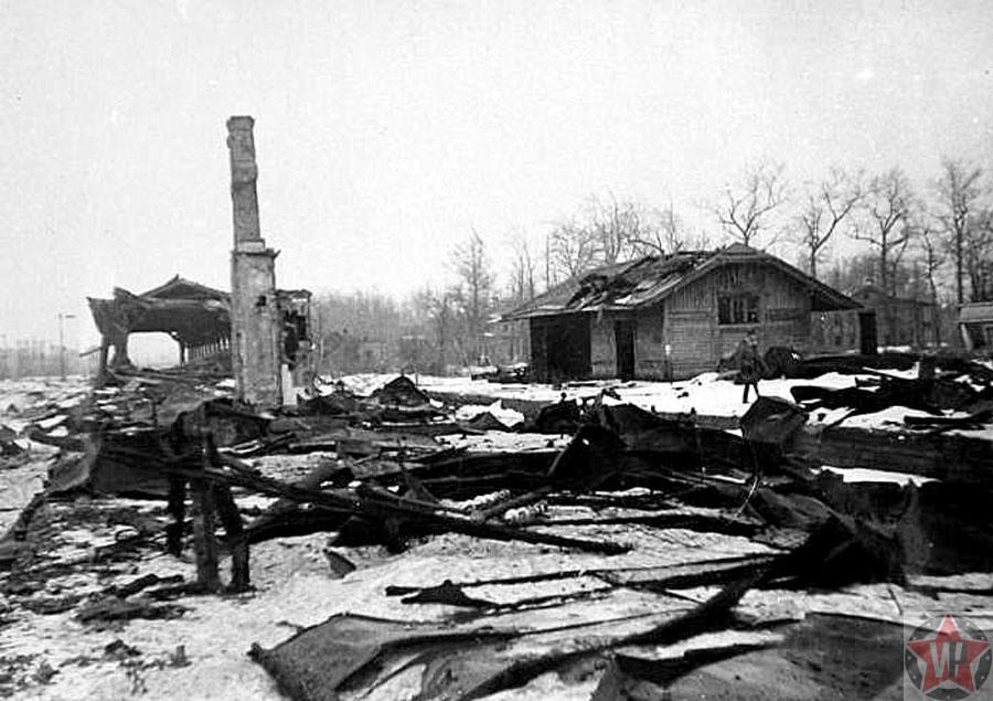 Разрушенное здание вокзала