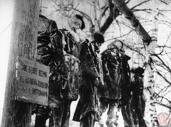 Казнь восьми героев-партизан, замученных и повешенных гитлеровцами в Волоколамске
