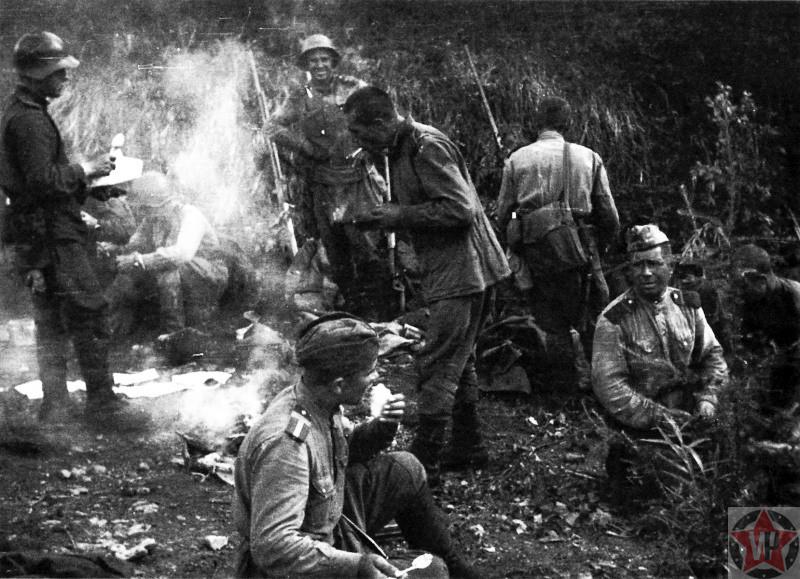 Советские солдаты на привале у костра на Сахалине