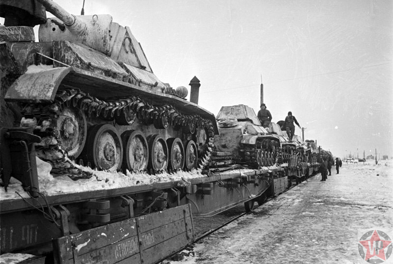 Отправка советских танков на фронт