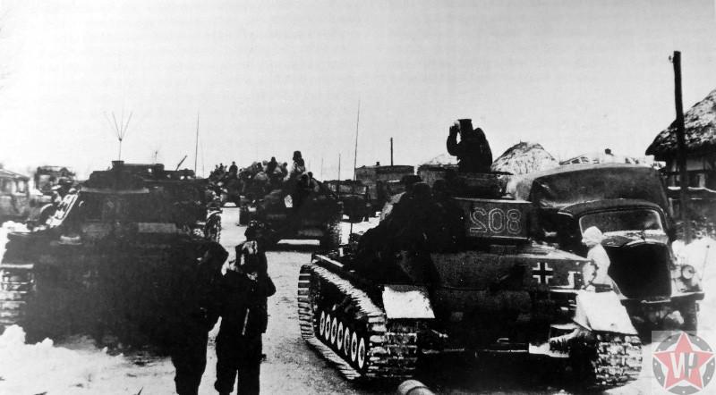 Колонна немецких танков в населенном пункте юго-западнее Сталинграда