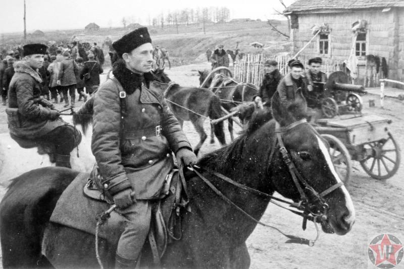 Партизанский отряд на окраине деревни в Брянской области