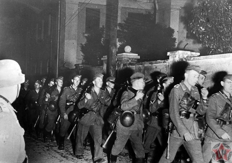 Колонна немецкой пехоты на марше