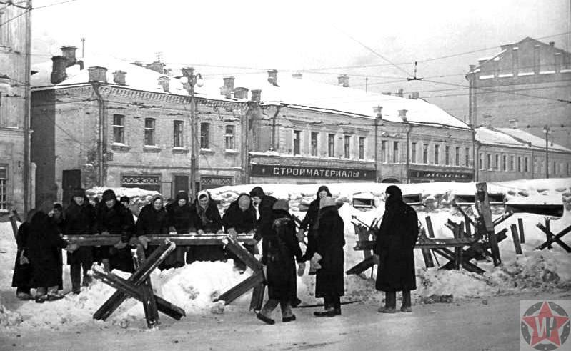 Строительство баррикад в Москве