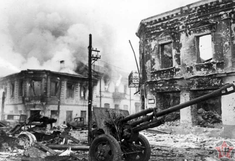 Советская пушка ЗиС-3 захвачена немцами в Житомире