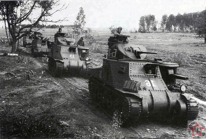 Рота танков М3с «Генерал Ли» выдвигается к переднему краю обороны