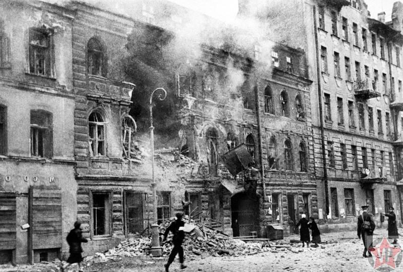 Ленинградская улица после окончания немецкого артобстрела