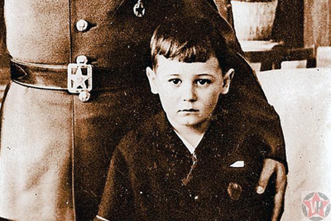 Петр - приемный сын Ворошилова