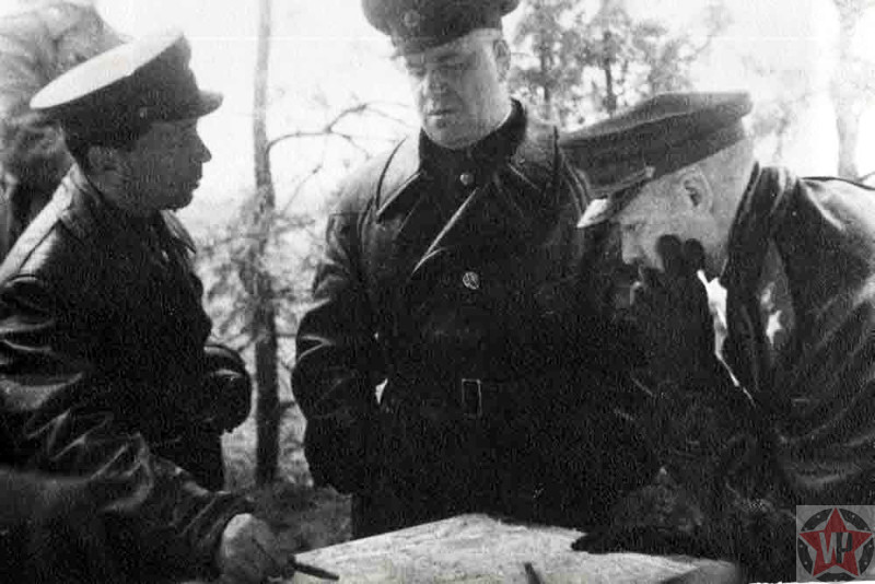 Рокоссовский и Жуков перед операцией {amp}quot;Багратион{amp}quot;