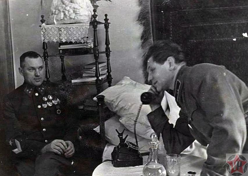 Рокоссовский с адъютантом