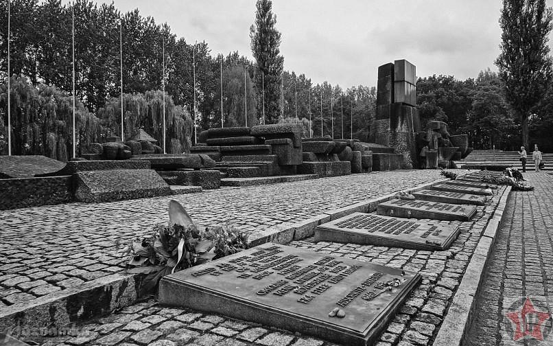 Памятник жертвам фашизма в Освенциме