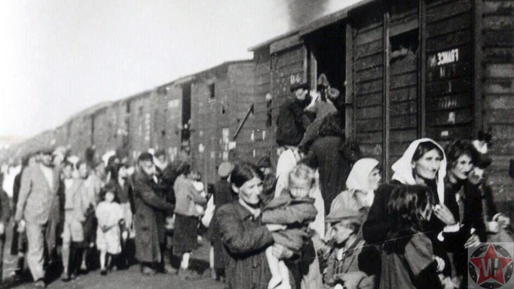 Люди пребывающие в Треблинку.