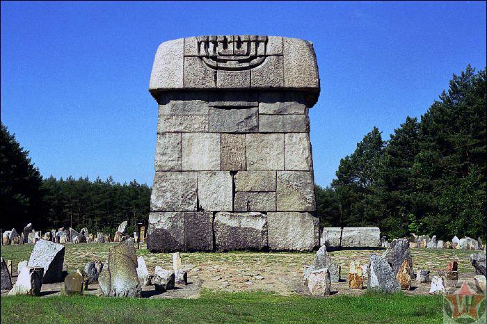 Памятник-мавзолей в Треблинке